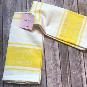 With a twist kitchen towel set